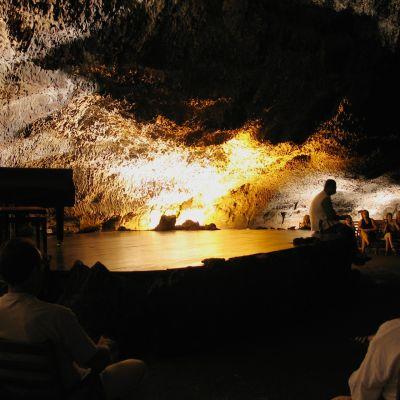 Cueva de los Verdes Auditorium