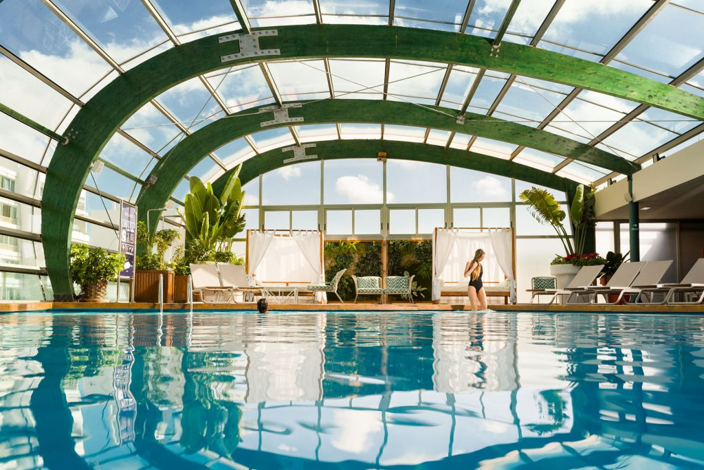 The covered top floor swimming pool at Arrecife Gran Hotel & Spa